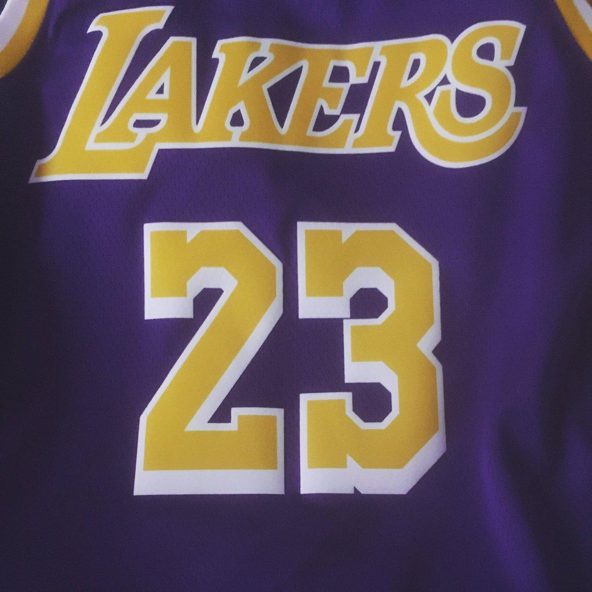 💛 Llamémosle capricho, llamémosle autoregalo, llamémosle nueva motivación para seguir yendo al gimnasio...💜 #Lakers #lakersnation #letsgolakers #nba #thisiswhyweplay
