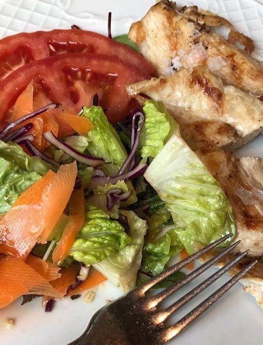 Te lo mostramos de cerca, para que puedas ver perfecto, el colorido de nuestros platos, con su verduras siempre frescas!  De las huertas de la zona que nos llegan cada mañana, para su mejor sabor .  #Ronda #Restaurante #comida #carne #carnes #sevillagram #badajozpic.twitter.com/7CgioHDFk6