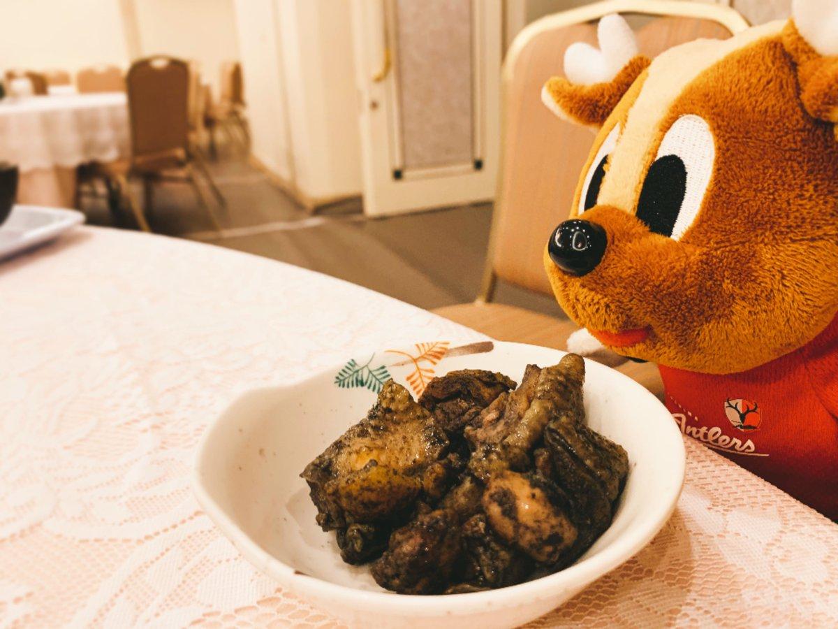 【宮崎キャンプ】kashima   どうやらお腹が空いていたようです!  宮崎でたくさん美味しい食事をいただいたアントンでした!  宮崎キャンプの最新情報は、公式サイトで!… https://t.co/mtDuU55NKL