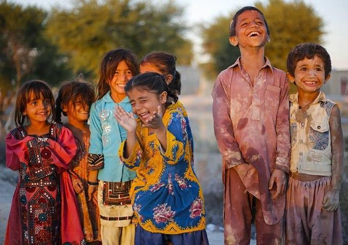 #Iranian Baluch Children in the impoverished flood-stricken SE province of Sistan and Baluchestan smile for the camera despite their hardships and lack of tangible government aid.<br>http://pic.twitter.com/8iNiEGjcSr