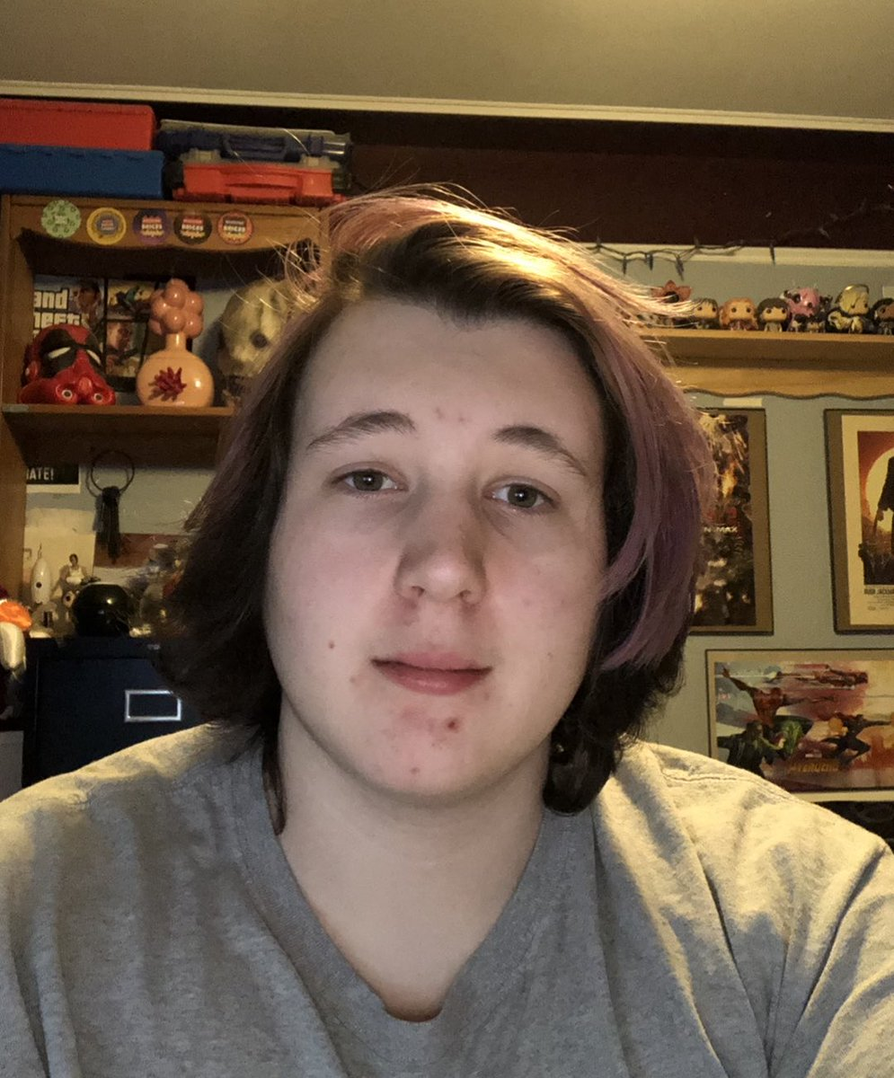 Shoutout to when I had long hair and looked like a closeted lesbian. #ThrowbackThursday #longhair #lesbianpic.twitter.com/xd0ozZjx7i
