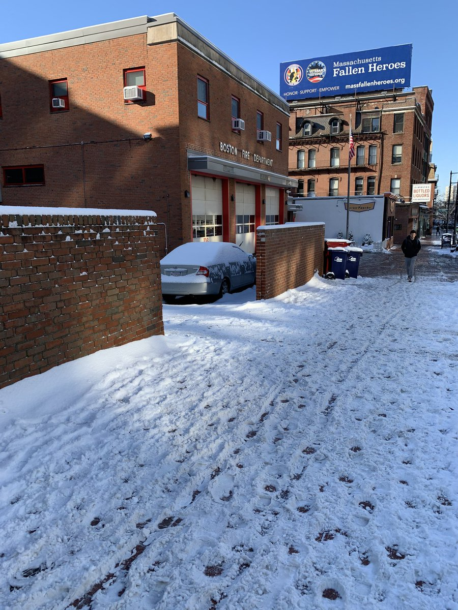 good morning @BostonFire the sidewalk in front of your Cambridge St parking lot is not cleared <br>http://pic.twitter.com/YulZct79Z7