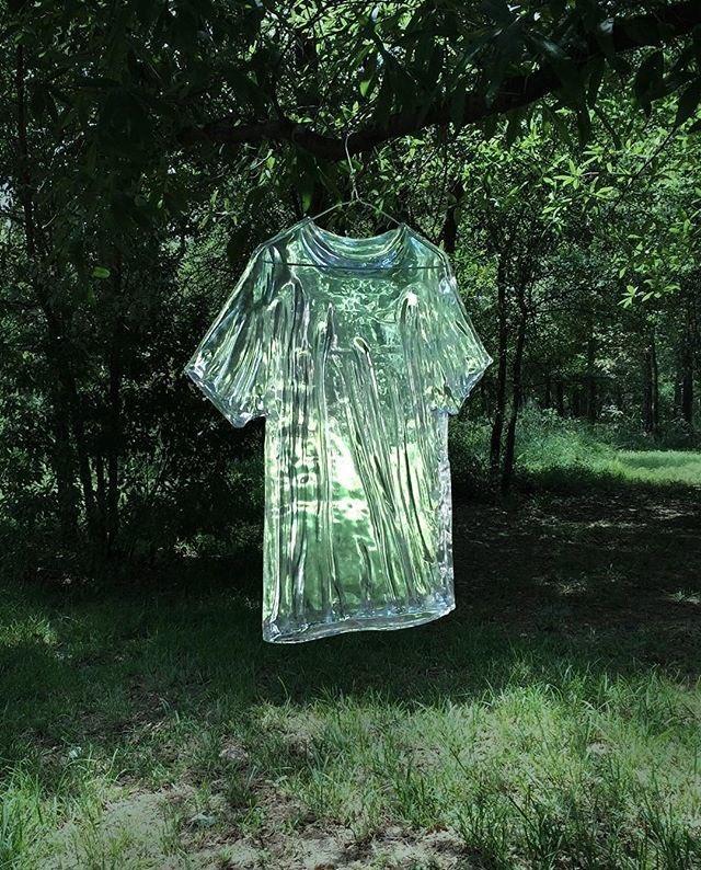インスタで「水みたいな服」を作る天才を見つけてめっちゃ興奮してる