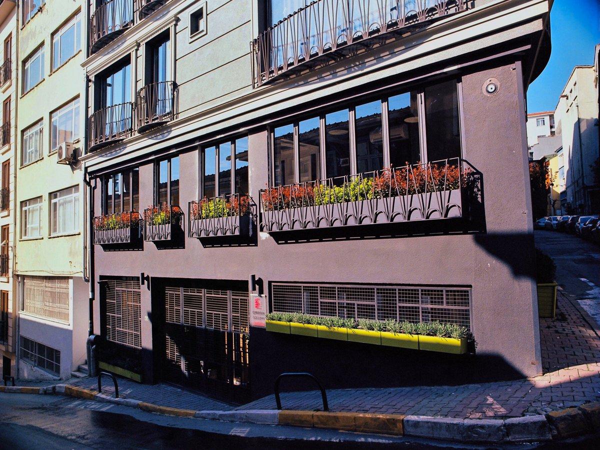 Early Spring & Architecture in Istanbul, Turkey, taken with Kodak Ektar 120mm film Contax 645AF & Carl Zeiss T* 45mm f/2.8 Lens.  @KodakProFilmBiz #ektar #believeinfilm  #kodakfilm #FilmBelieveInFilm #Leica #AnalogPhotography #film #FilmPhotography #MediumFormat #120mmpic.twitter.com/qeHlAl8niv