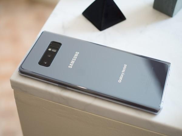 تسريب جديد يقول أن جهاز #GalaxyS20Ultra سيأتي بلون رمادي مشابة لنسخة Orchid Grey في جهاز #GalaxyNote8 pic.twitter.com/uRitVIT1QQ
