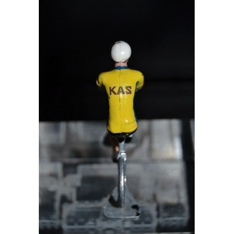 Kas - petit cycliste en metal - Petit cycliste https://buff.ly/2YqjDYh  Christmas gift ideas! Idée cadeaux! Look at these beautiful cycling figurines  ! À découvrir sur http://petit-cycliste.com  !  #cyclinglife #christmasgifts #cadeaudenoelpic.twitter.com/MePvaU3Vv2