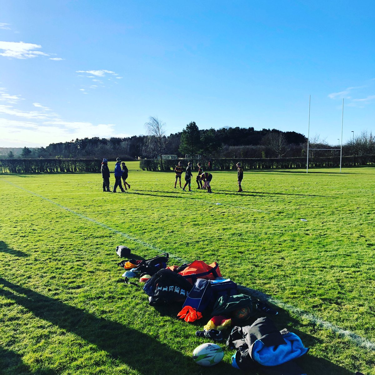 Sunday's = family time and standing in the cold on a beautiful sunny day supporting your kids. Under 13's @harrogate_rfc  . . #harrogate #harrogaterufc #sundaysareforfamily #familytime #sundayfunday #rugby #rugbylife #wintersun #harrogatefisheries #harrogatefishandchipspic.twitter.com/GDegyE3YBu