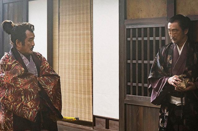 【麒麟がくる】吉田鋼太郎&大塚明夫の共演場面に反響「そっくり!」松永久秀役の吉田と、ゲスト出演した大塚が同一シーンで共演。大塚は、吉田が主宰する「劇団AUN」のメンバーの1人。