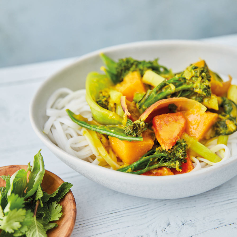 Our Jungle Curry is a delicious #recipe for your meal plan if you're trying to eat less meat! It can easily be made #vegan too 😃 > https://fal.cn/366dM  #veganuary