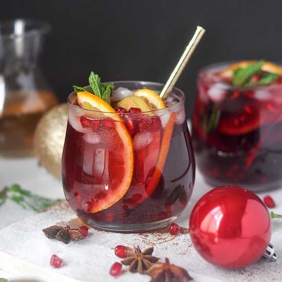 Holiday-Spiced Winter Sangria http://bit.ly/2gFP62D #food #blog
