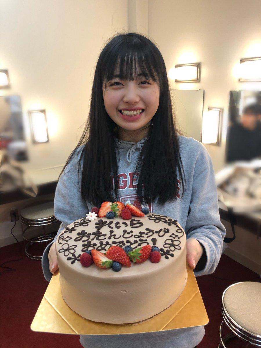 【竹内朱莉 Blog】 れーら: 今日はれいらのお誕生日でーす🎂Happy Birthday✨✨16歳だって!!!ももなの16歳もすごい大人っぽいけどれいらの16歳もまた違った大人っぽさがあるんだよね🤔私も16 の時あれくらいの大人っぽさほしかったな〜笑…  #ANGERME #アンジュルム