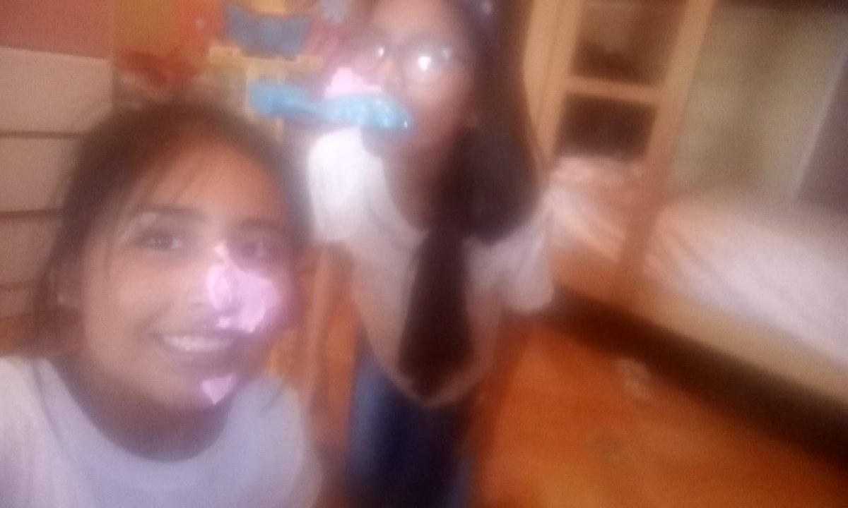 Jugando pastelazo martillazo ¡que divertido! pic.twitter.com/HlCTrkk5Kq