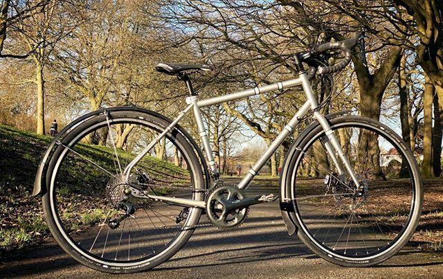 Great to see @fitful_head finally take her beautiful @the_light_blue #Darwin out for spin #newbikeday #tiagra #hope #schwalbe #commuterbike #cyclinglife #cyclingphotos #cyclinggirl #cycling #roadbike #touring #goanywhere #builtforadventure #newbike #shin… https://ift.tt/2ub18tspic.twitter.com/dS26dOUCk2