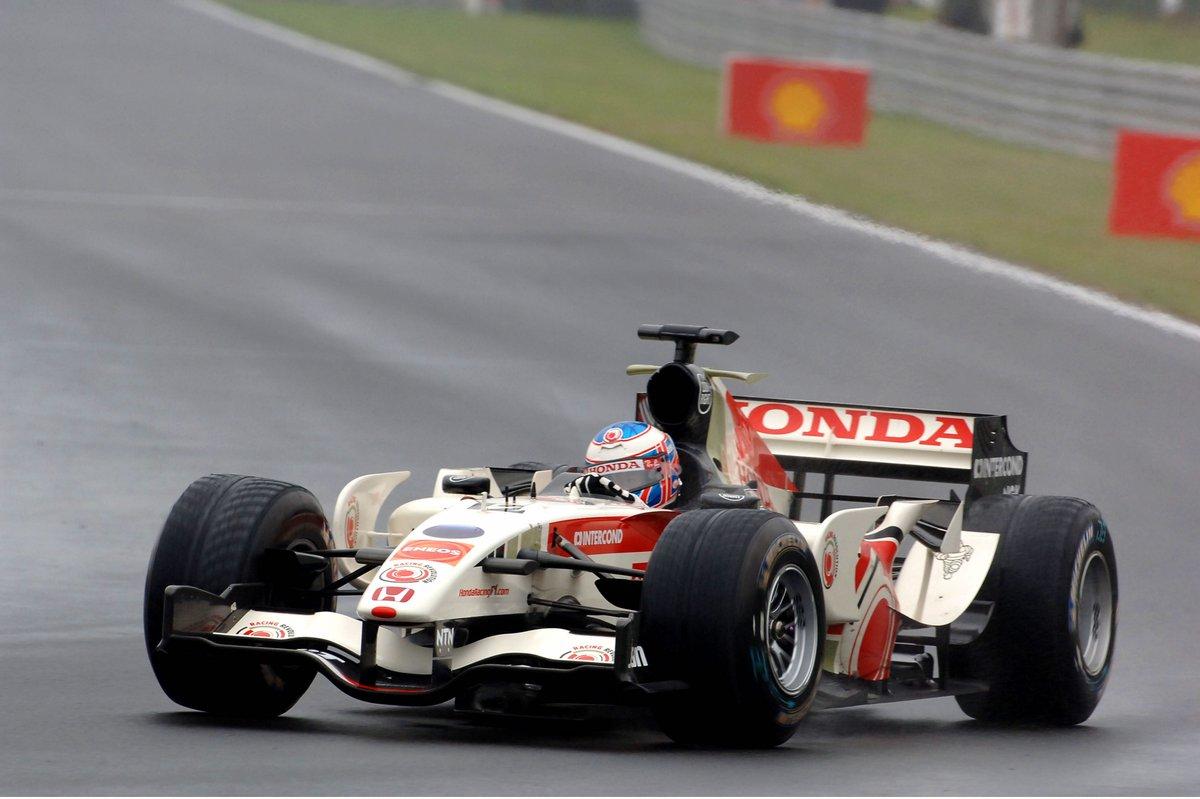 🎉  Happy birthday Jenson Button,  4️⃣0️⃣  ans aujourd'hui ! Retour sur  5️⃣  exploits du champion 2009 de F1 sous la pluie, sous le soleil, ou entre les deux  🌦  >> https://bit.ly/2R8NShY  #F1 #Classic #Vintage #Honda #McLaren #Williams @JensonButton