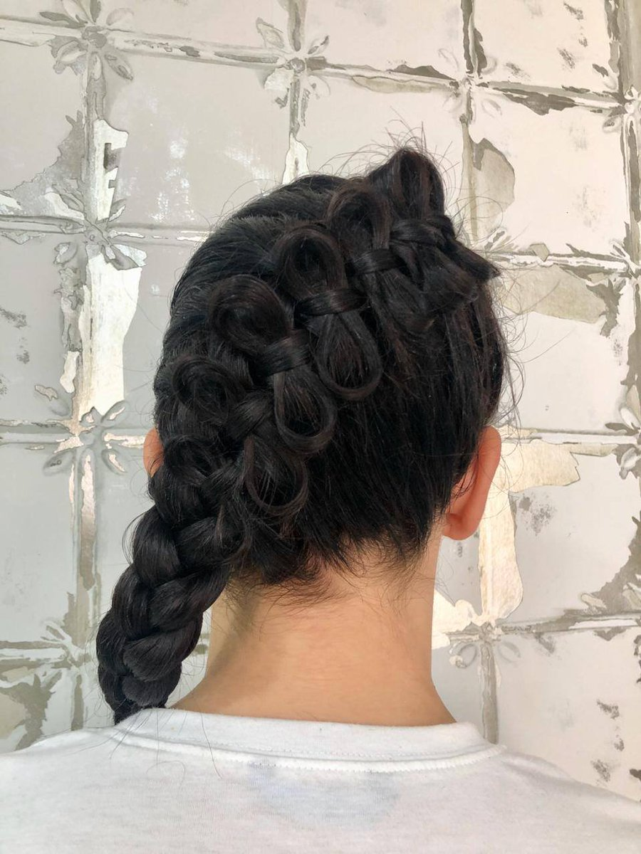 Pretty and intricate braiding done by our hair team. #dubaibeautysalon #dubaibeauty #dubaispa #dubaihair #Dubaisalon #dubaihairsalon #dubaifashionpic.twitter.com/YztrlO09Zy