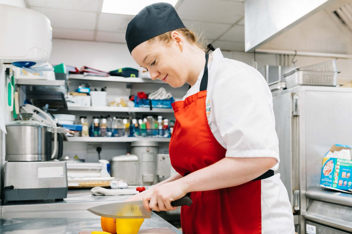 We're looking for a Head Chef at Chater Lodge Care Home in Stamford to join our fun and friendly team. Help create delicious dishes for our residents, develop your career and receive our sector-leading rewards package. To find out more, visit: https://bit.ly/30yuqhEpic.twitter.com/agmSxAxEK3
