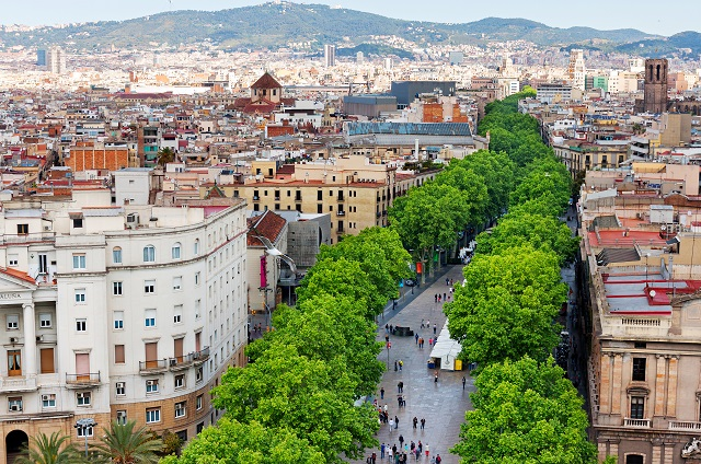 """Did you know #Barcelona's polygon-shaped blocks are called """"superblocks""""?  This urban planning concept limits car traffic to create oases for  pedestrians and  recreational &  economic activities.  http://ow.ly/M6Ev50xYDxi #UrbanTransformationspic.twitter.com/zeHGDTtGLi"""