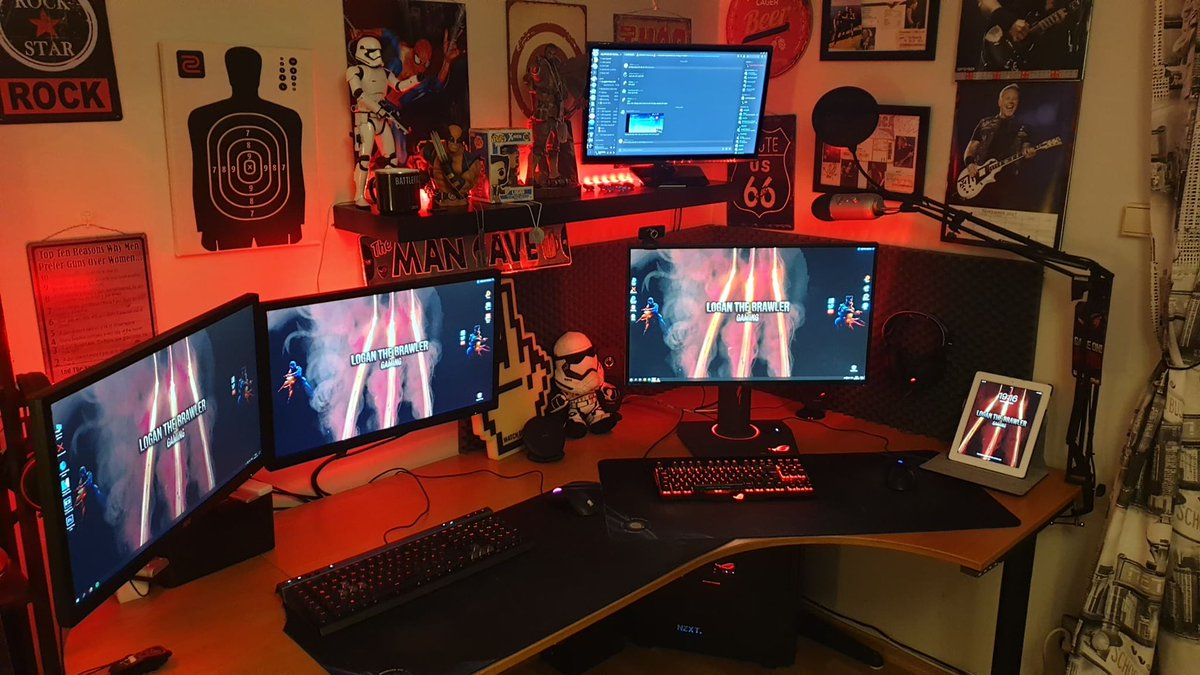 Noticed many people are posting their #battlestation / #gamingsetup  Well here's mine! Editing PC to the left and Gaming/recording PC on the right! pic.twitter.com/apaB9D1t4r