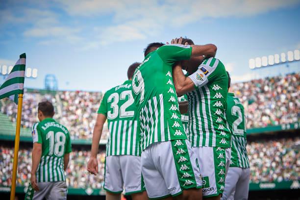Real Betis goleó en casa a la Real Sociedad en lo que fue un partidazo. Asistieron 51,171 personas para presenciar el juego en el Benito Villamarín.  Los tantos fueron de Borja Iglesias (27'), Joaquín (44') y Sergio Canales (90+5').  #LaLigaSantander - #19Ene pic.twitter.com/Tut9zIDn70