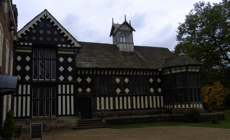 I have a photo gallery for #Rufford Old Hall in #Lancashire on my aw-history website at http://aw-history.co.uk/rufford-old-hall… It has an excellent late medieval hall @NTRufford @nationaltrust #medieval #History @EnglishHeritage @LancashireCC @Westlancsbc @VisitLancashirepic.twitter.com/eCCgAjC7ii
