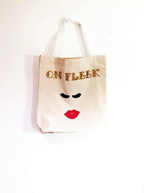 Glam Tote Bag, Glitter Canvas Bag, Makeup Artist Gifts, Lipstick Tote, MUA Gift, Custom Canvas Bag, Bridesmaids Tote Bag, Glitter Lunch Bag http://tuppu.net/9a3ac46e  #etsyholiday #blackfridaysale #christmasgifts #happyholidays #LastMinuteGiftpic.twitter.com/2KXHdvAdbD