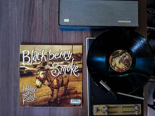 Southern Rock Sunday #vinyljunkie #vinyl #vinylcollection #vinylcollectionpost #vinylporn #instavinyl #recordcollection #holdingalltheroses #recordcollector #nowplaying #nowspinning #vinyladdict #vinylcommunity #vinylcollector #vinyllover #vinylrecords #… https://ift.tt/2R6UgWUpic.twitter.com/qEXUc5odqc