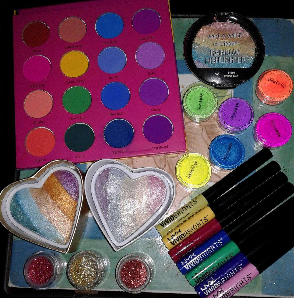 Bright & Beautiful @ColouredRaine @wetnwildbeauty @MakeupRevUSA @NyxCosmetics @ThiccLash #makeup #makeupartist #mua #MOTD #makeupaddict #beauty #glitter #neonmakeup #makeupflatlay #SundayMorning #makeupobsessed #makeuploverpic.twitter.com/U2ixI5GcBw