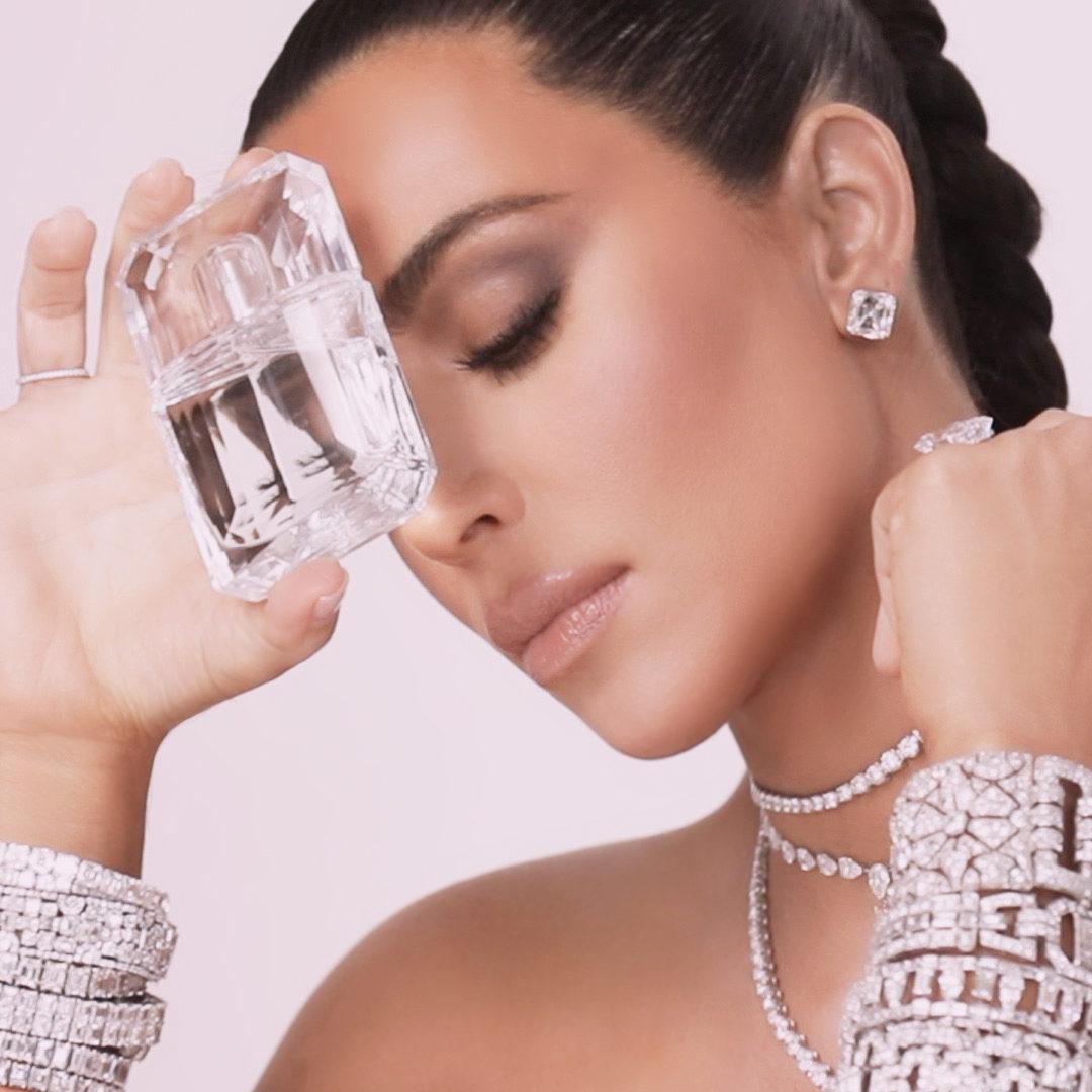 .@kimkardashian  dripping in diamonds with the KKW Fragrance Diamond. 💎