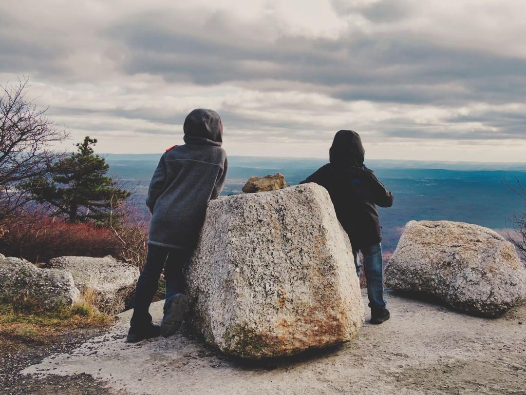 From the #HVGO Instagram Archives: New York winters are chilly, but those views sure are nice   #hudsonvalley #newyork #iloveny #upstateny #optoutside #hikingwithkids #explorearoundyou #hvgo #hudsonvalleygo #exploreny #scenicnewyork #north... http://ed.gr/b2bsipic.twitter.com/NFWEv1088F