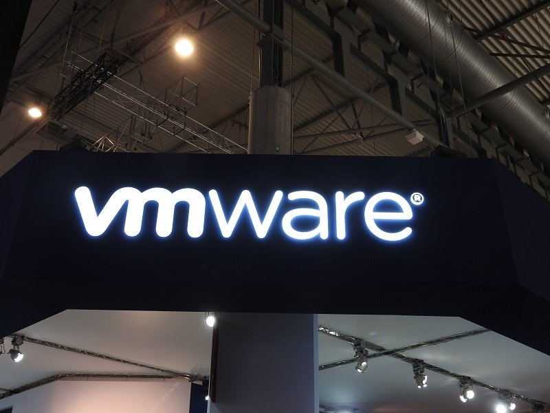 #VMware's Chris Wolf Predicts #Edge Solutions Will Come To Life In 2020: https://www. fiercetelecom.com/telecom/vmware -s-wolf-predicts-edge-solutions-will-come-to-life-2020  … <br>http://pic.twitter.com/4vvppmGNE6