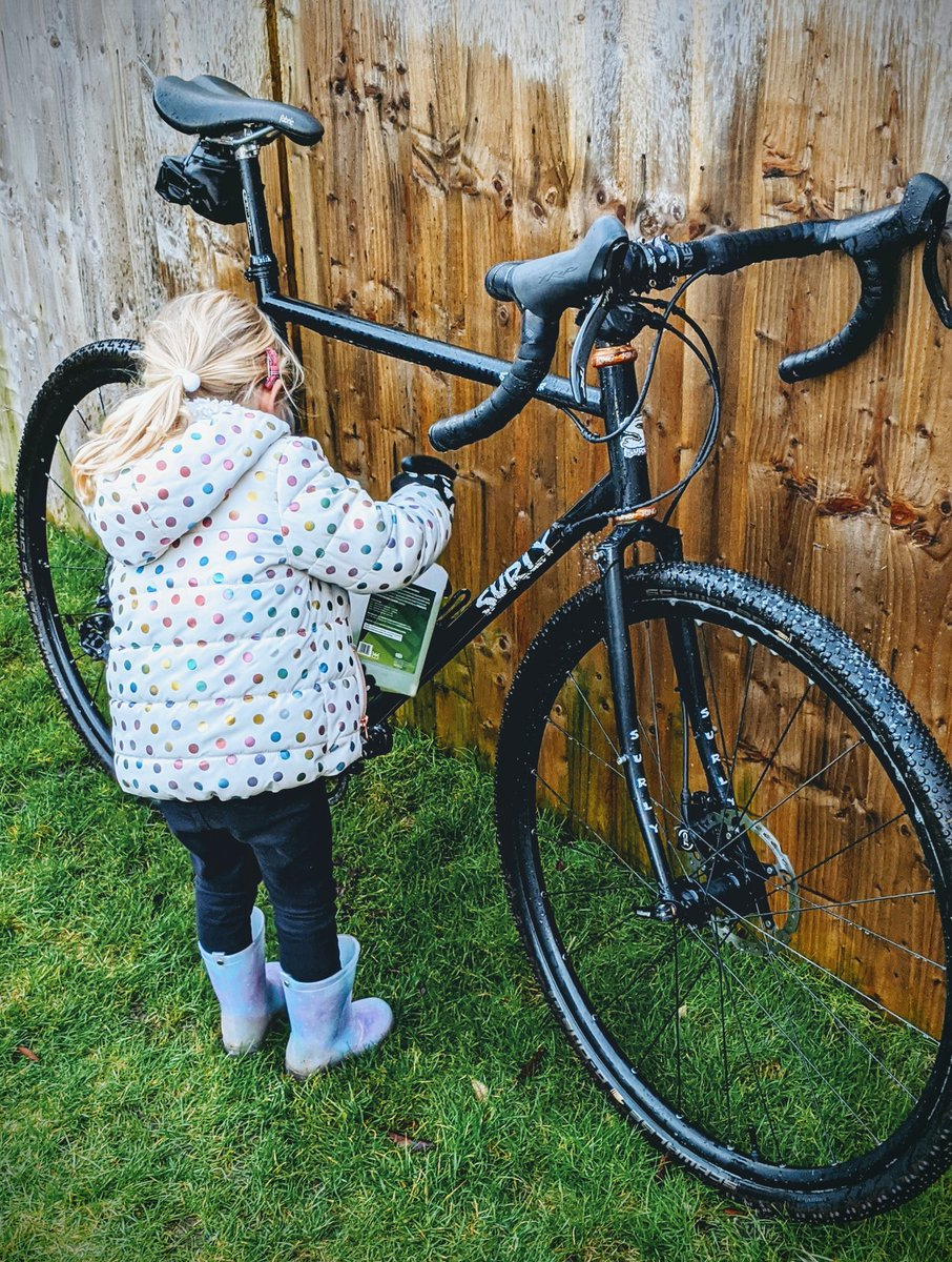 Today's lesson..... M is for maintenance  #startemyoung #surlybiked #schwalbe pic.twitter.com/QhvukWXVUO