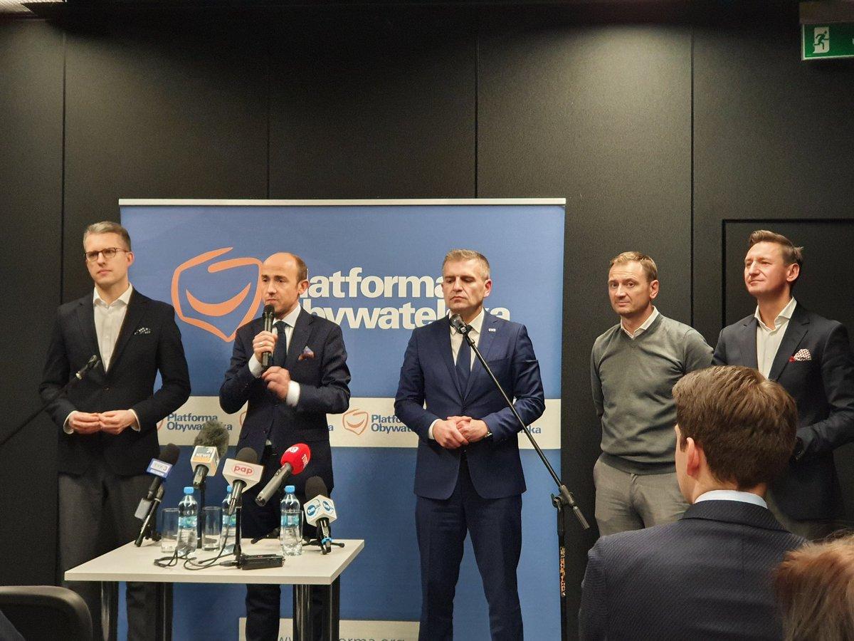 Dzisiaj w @Miasto_Szczecin spotkanie z kandydatem na przewodniczącego @Platforma_org @bbudka któremu poparcia udzielił także @Arlukowicz Mnóstwo cczłonków PO, wspaniała dynamika i energia rozmów.  Ja swój głos oddam na Borysa.  #BorysBudka #Kidawa2020  #zMiłościDoNaszychDziecipic.twitter.com/USdfgqW0pt