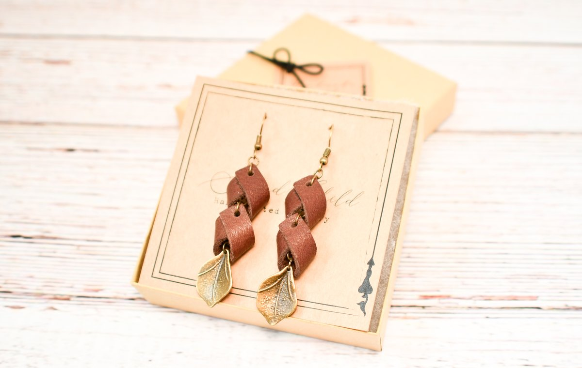 Upcycled Leather Earrings. https://etsy.me/2qYcwaH   #jewelry #jewellery #etsy #etsyseller #boho #bohostyle #sustainablefashion #sustainablejewelry #recycled #upcycled #ecofriendly #etsyshop #Accessories #accessoriesmaketheoutfit #bohojewelry #giftideas #gifts #christmasgifts pic.twitter.com/meh1StWcCn