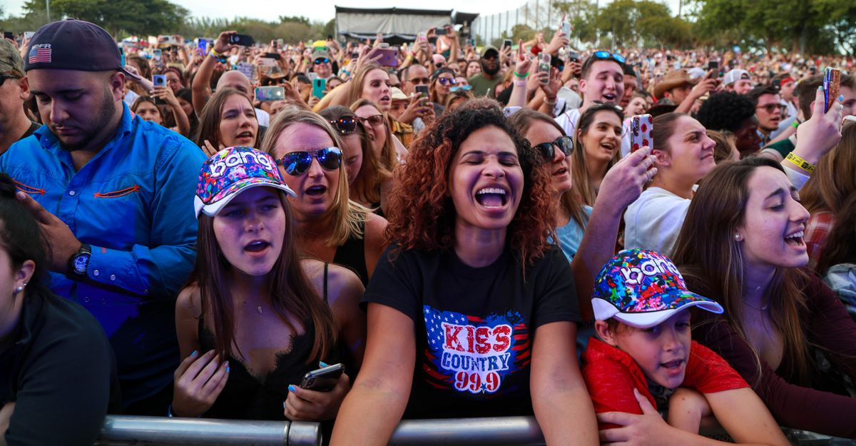 Kiss Country's Chili Cookoff reels in a sea of country music fans https://trib.al/0tDDwu9pic.twitter.com/0YPP0BufeH