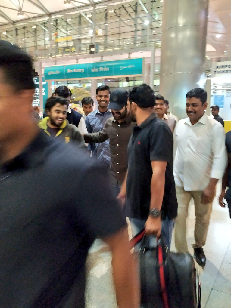 My golden moment with tarak sir  he is back to Hyderabad just.. n   will share little funny video too  #jrntr #southpaparazzi #RRR @tarak9999 @kamlesh_nandpic.twitter.com/eNCQDMsR4M