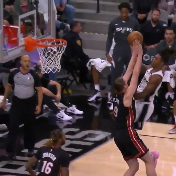 Lonnie Walker IV gets way up and hangs for the tough bucket.  @MiamiHEAT 34 @spurs 37  📲💻: https://nba.app.link/leaguepass2