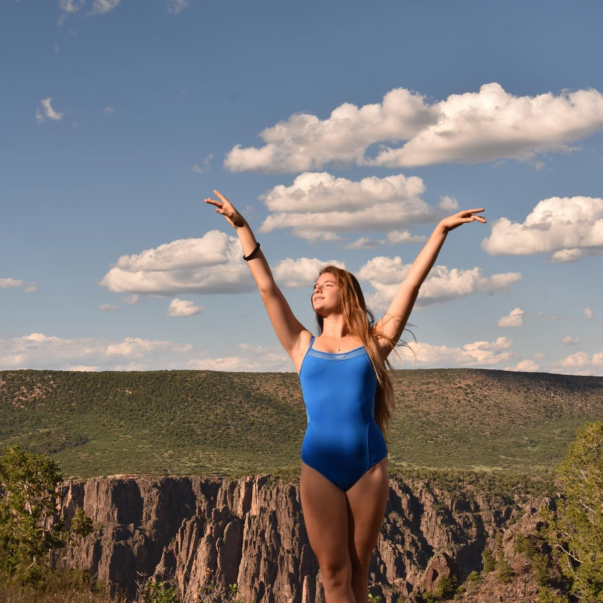 We can't decide which we love more...@frederiquecanion in this beautiful blue leotard or Mother Nature showing off in the background! #repost #blackcanyoncolorado #colorado #dancelife #youngdancers #instadance #instagram #instapassion #love# ( # @frederiquecanion )pic.twitter.com/oabGFI6Pg8