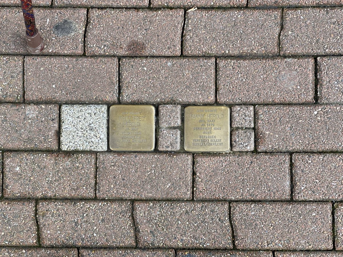 In meiner Heimatstadt entdeckt. Sehr gut so. Eine gute und angemessene Form des Erinnerns und Mahnens. #Niewieder #Stolpersteine #Saarlandpic.twitter.com/iM9IvakTS0