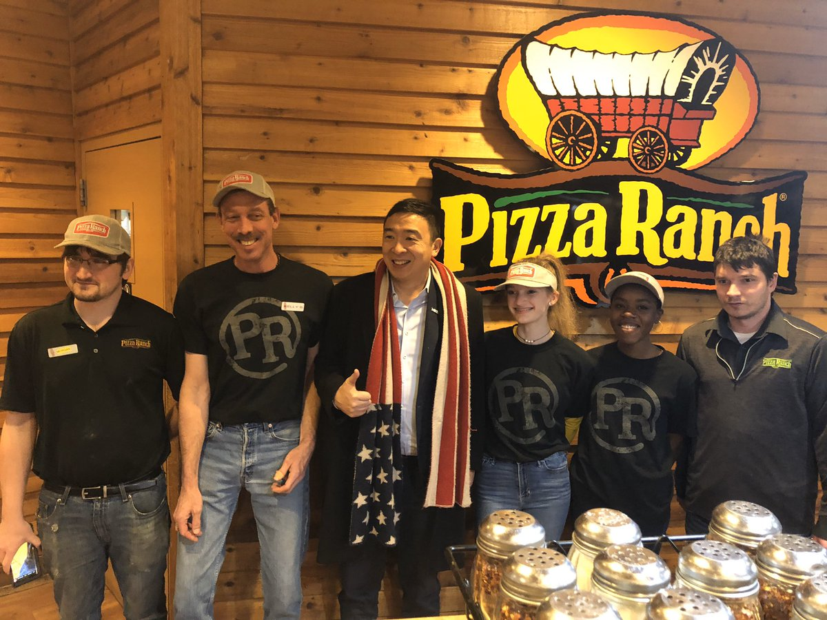 I want that pizza pizza.  @PizzaRanch yum <br>http://pic.twitter.com/HHkm1W29D2