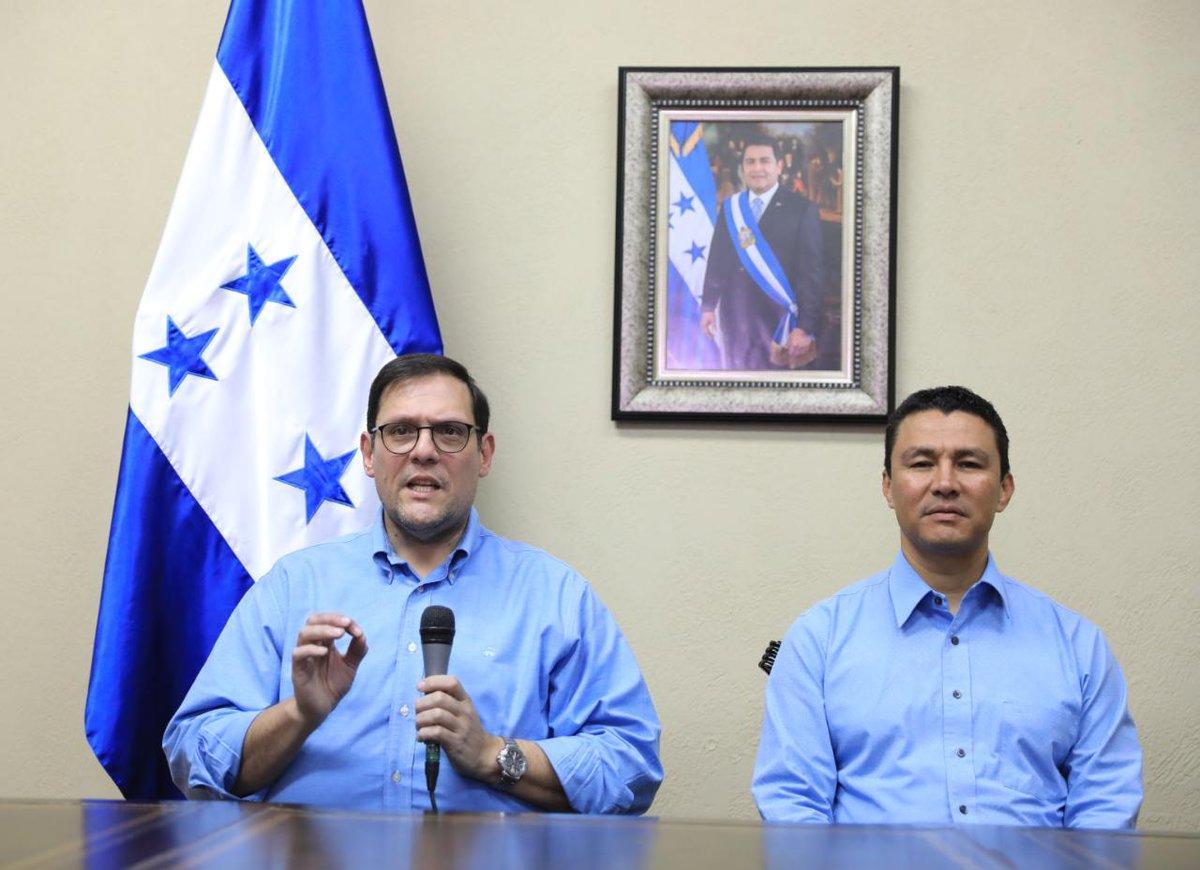 #Comparecencia El ministro de la presidencia @EbalDiazHN y de Relaciones Exteriores @lisandrorosales explicaron a los medios de comunicación y pueblo hondureño el porque no se había renovando la continuación de la #MACCIH  y que se continuará luchando por combatir la corrupción.