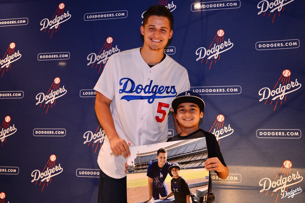 Did you get your #DodgersFF ticket yet? Check out all the VIP & Autograph experiences now at Dodgers.com/fanfest.