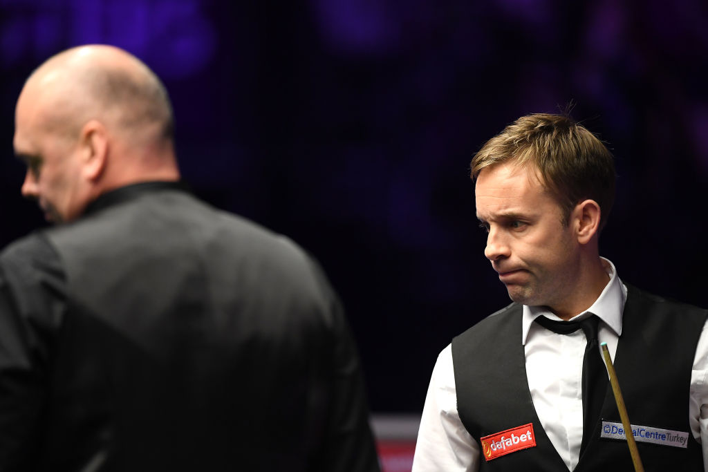 What a turnaround! Ali Carter has reeled off four frames in a row to take control of the Masters final against Stuart Bingham.Live: http://bbc.in/38mh6zA  #bbcsnooker