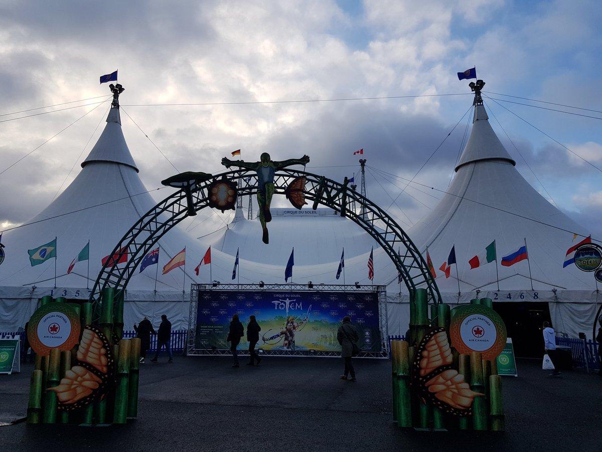Heute ging es nach Düsseldorf, #CirqueDuSoleil schauen.#Totem ist wirklich toll gewesen, ich liebe die Musik einfach. Es war wirklich toll zusammen mit @Kuemmmel und @Sula_Writes   #Freundschaftistsowichtig #ZeitZusammen #CdS #Bestiespic.twitter.com/ql4uw7yefx