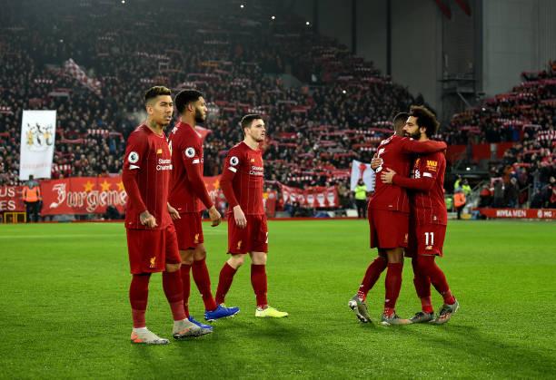 El Liverpool superó al Manchester United en el clásico del fútbol inglés y se despega aún más del City.  Virgil Van Dijk y Mohamed Salah marcaron los tantos para los 'reds'. Destacó Alisson al dar la asistencia para que el egipcio sellara el marcador.  #PremierLeague - #19Ene pic.twitter.com/XYaKEEkU6H