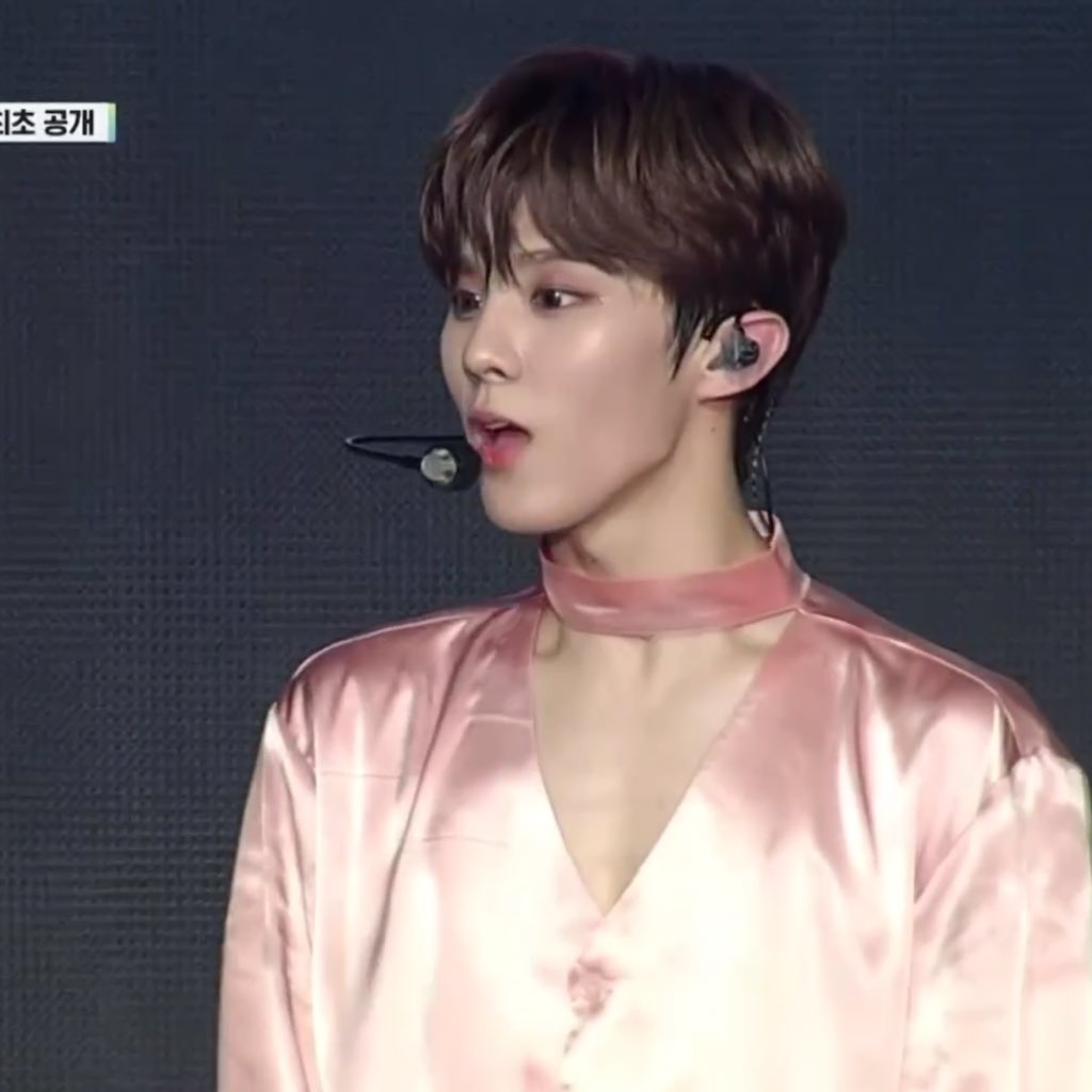 We need more pics of Satin Wooseok hkshsh. He really should wear more satin haha  https:// twitter.com/ddaddawoodz/st atus/1219002829354012673   … <br>http://pic.twitter.com/9Pd0qNXje6