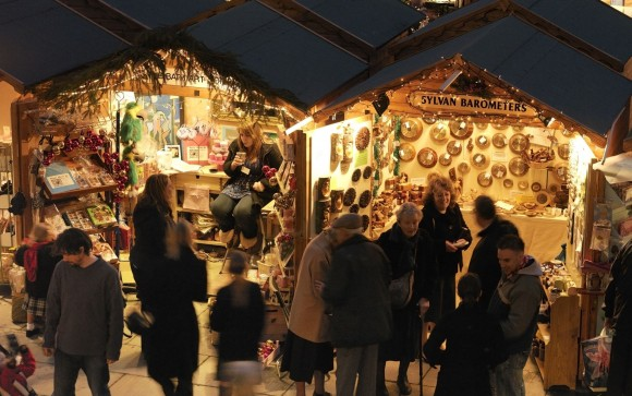 A Christmas Market is coming to Hertford Castle in 2020. If you're interested in securing a wooden chalet to sell your items from for 3 days then visit https://bit.ly/34uVK1s  to book or call 01992 552885 to enquire #Christmasmarket pic.twitter.com/WGL5upmPaD