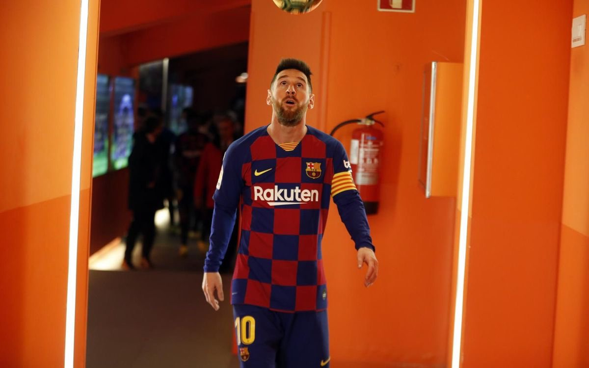 Records Lionel  #Messi  can break in 2020    700 official career goals. He has 690.   643 One-Club goals(Pele). He has 620.   77 South American NT Goals(Pele). He has 70.  All of that is (likely) happening this year.  GOAT.  (Even he's shocked )