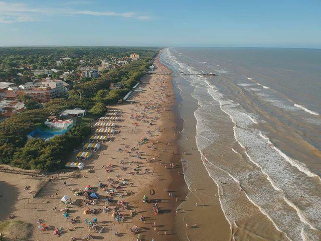 Summer mode. . . . . . . #luciladelmar #costaatlantica #beach #summer #ocean #sea #sand #pier #aerialshot #djispark #dji #shotondji #vsco #fromwhereidrone #waves #latergram #season https://ift.tt/2RA4ZInpic.twitter.com/p8JH45yAfz