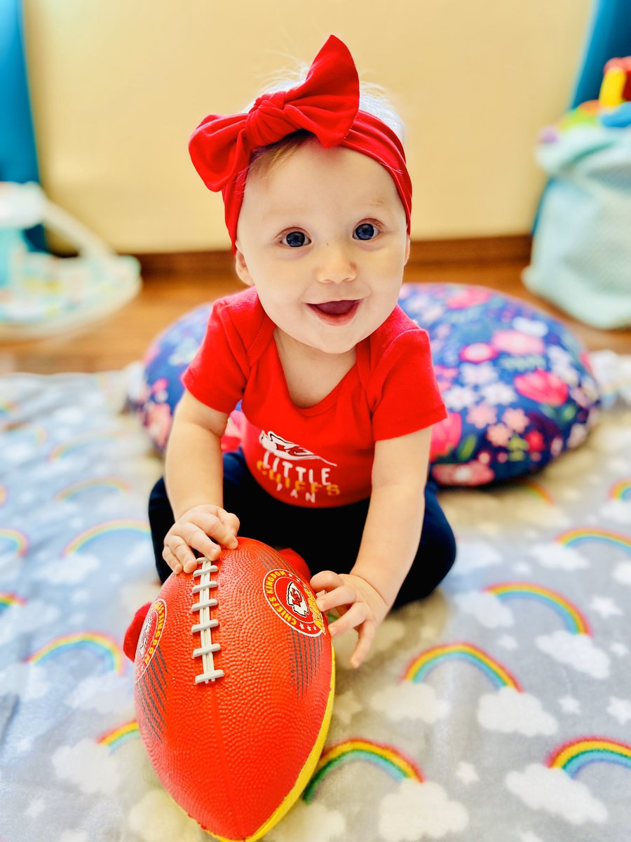 Ivy is ecstatic her favorite team @Chiefs is headed to the Super Bowl!  She can't wait to cheer them on!   #PatrickMahomes #AFCChamps #TravisKelce #TyreekHill #HoneyBadger #NFL #Ihopethechiefsseethis #fan #KansasCityChiefspic.twitter.com/L1ISeYTspQ