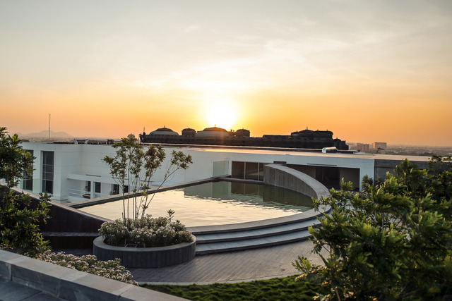 Wake up to panoramic views of the city from our infinity pool.  #TheEdge #LuxuryIsPersonal #ParkHyatt #ParkHyattChennai<br>http://pic.twitter.com/mt58AuxMUH